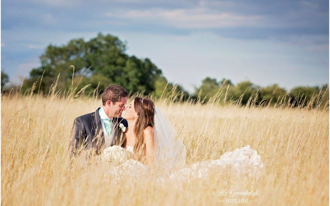 Cambridge Wedding Photographer | The Thatch Barn Yelling | Rustic Wedding